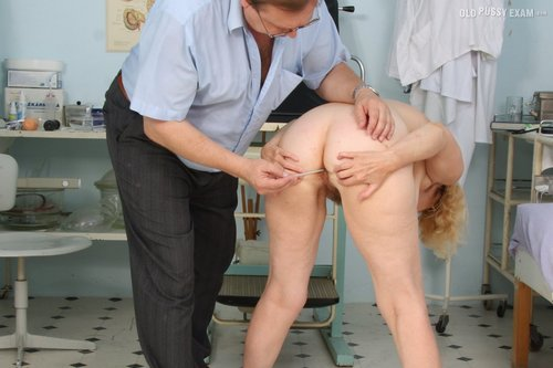 Check out some old pussy getting examined