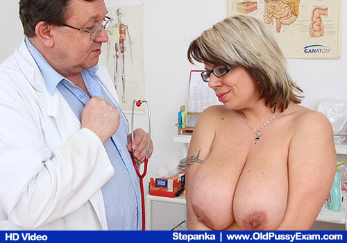 Dame with large tits gets her body examined by the M.D.